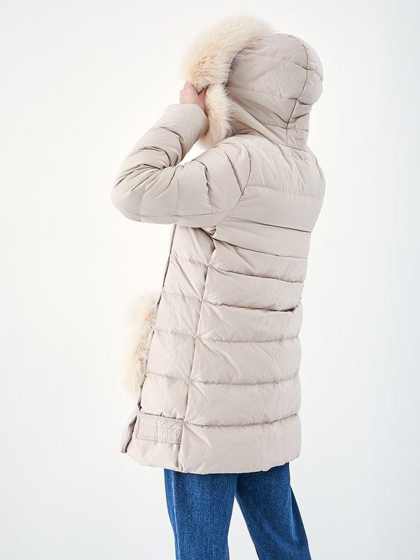 Куртка с меховой отделкой вид сзади