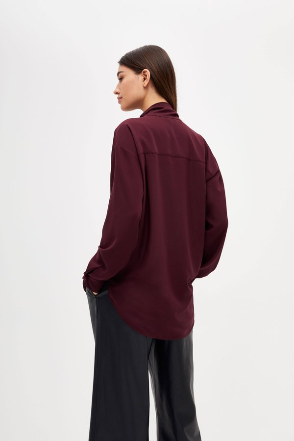 Блузка с асимметричным низом вид сзади