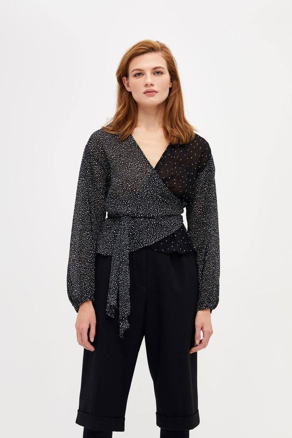 Приталенная блузка на завязках