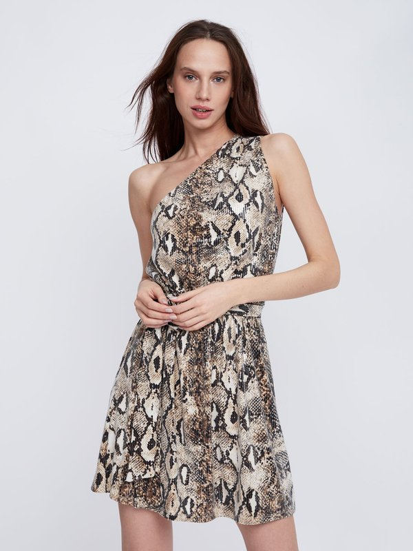 Платье с открытым плечом