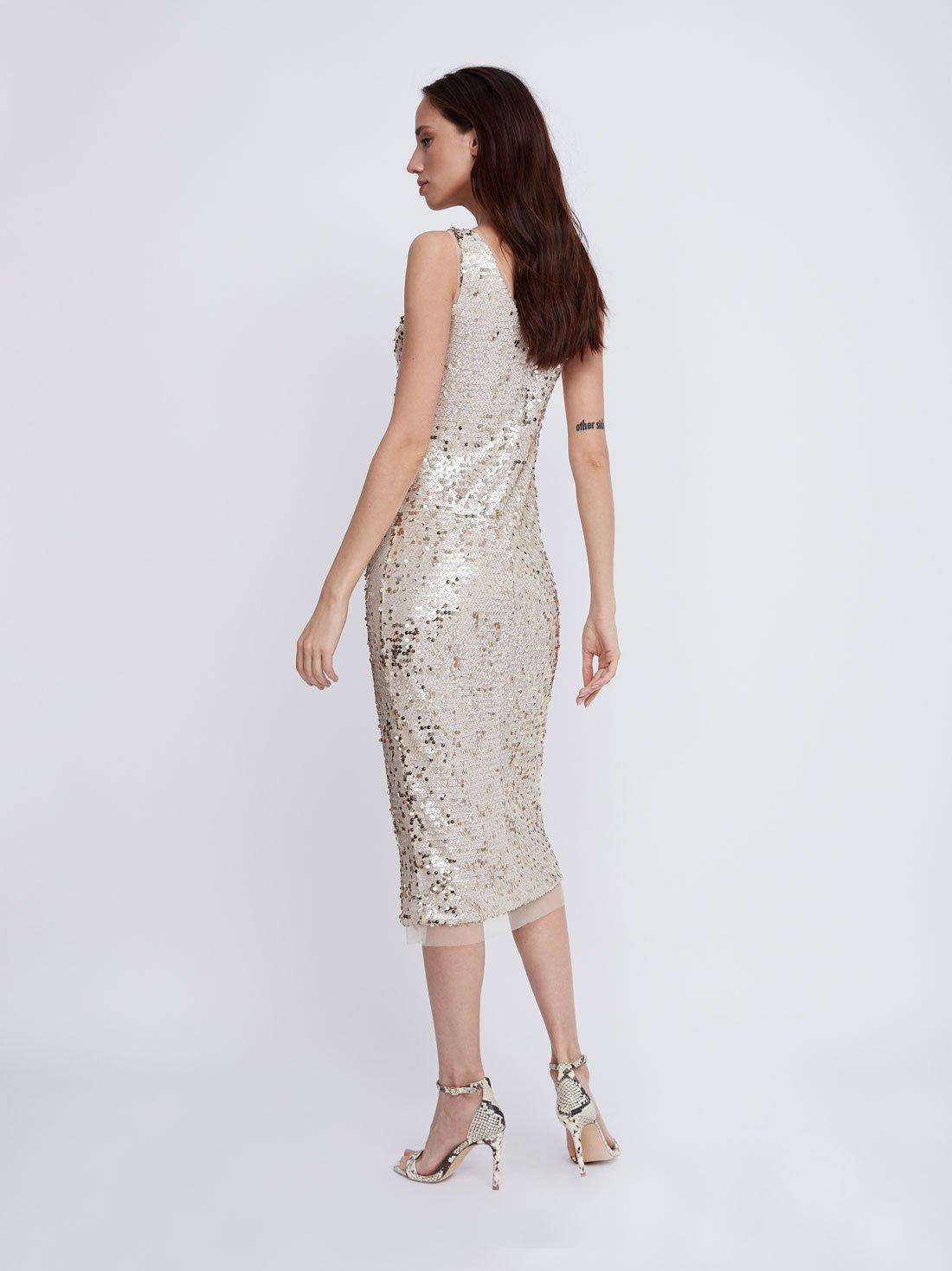 Платье с V-образным вырезом на бретелях