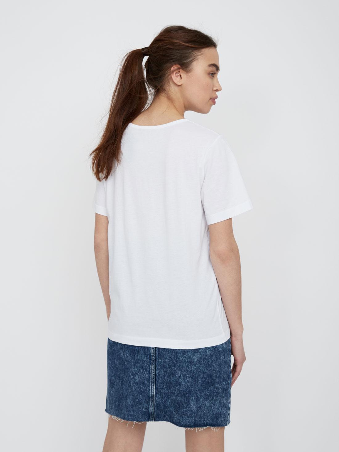 Базовая футболка с ярким принтом