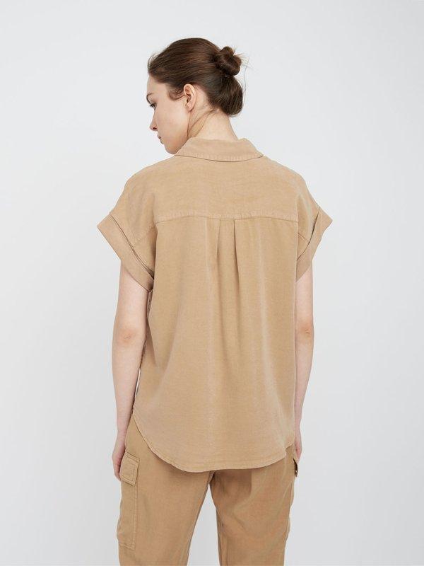 Рубашка с отворотами на рукавах вид сзади