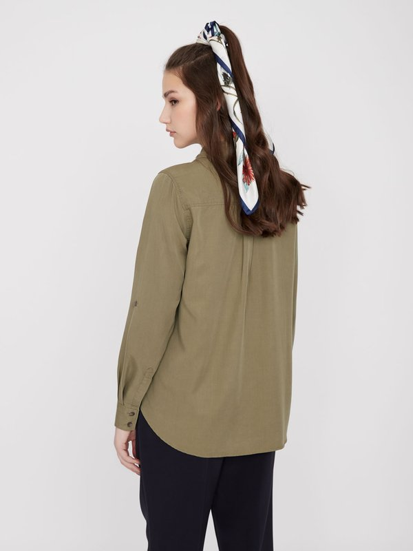 Рубашка из лиоцелла с карманами вид сзади