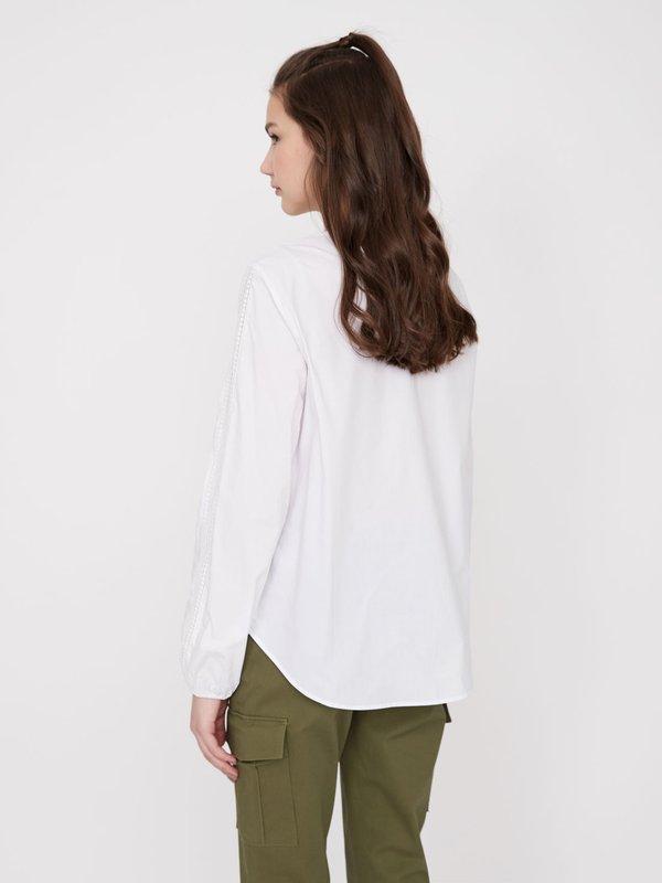 Хлопковая блузка с кружевными вставками вид сзади