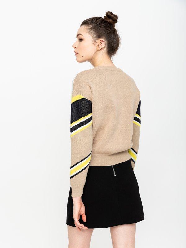 Джемпер с геометрическим принтом вид сзади
