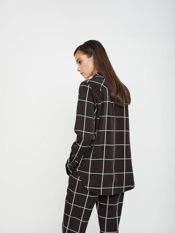 Удлиненная рубашка вид сзади