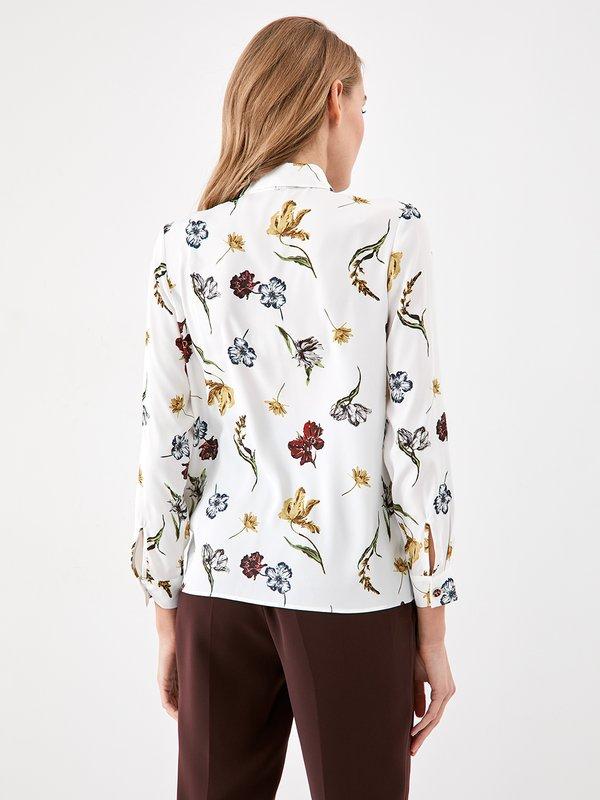 Рубашка с цветочным принтом  вид сзади