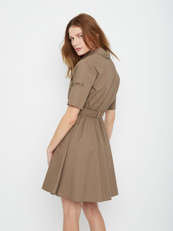 Платье с накладными карманами вид сзади