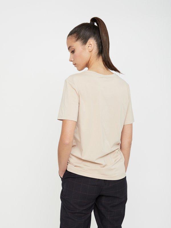 Базовая футболка с V-образным вырезом вид сзади