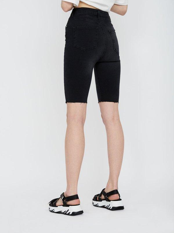 Удлиненные шорты slim fit вид сзади