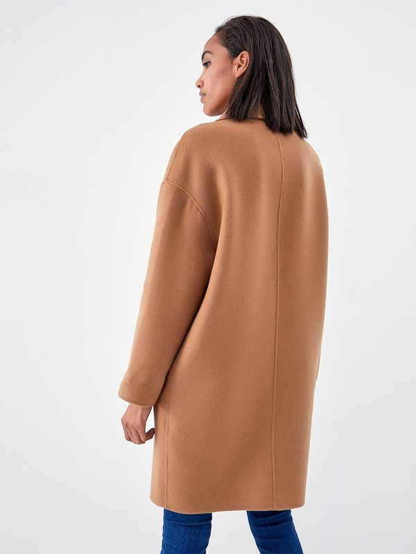 Классическое пальто с лацканами вид сзади