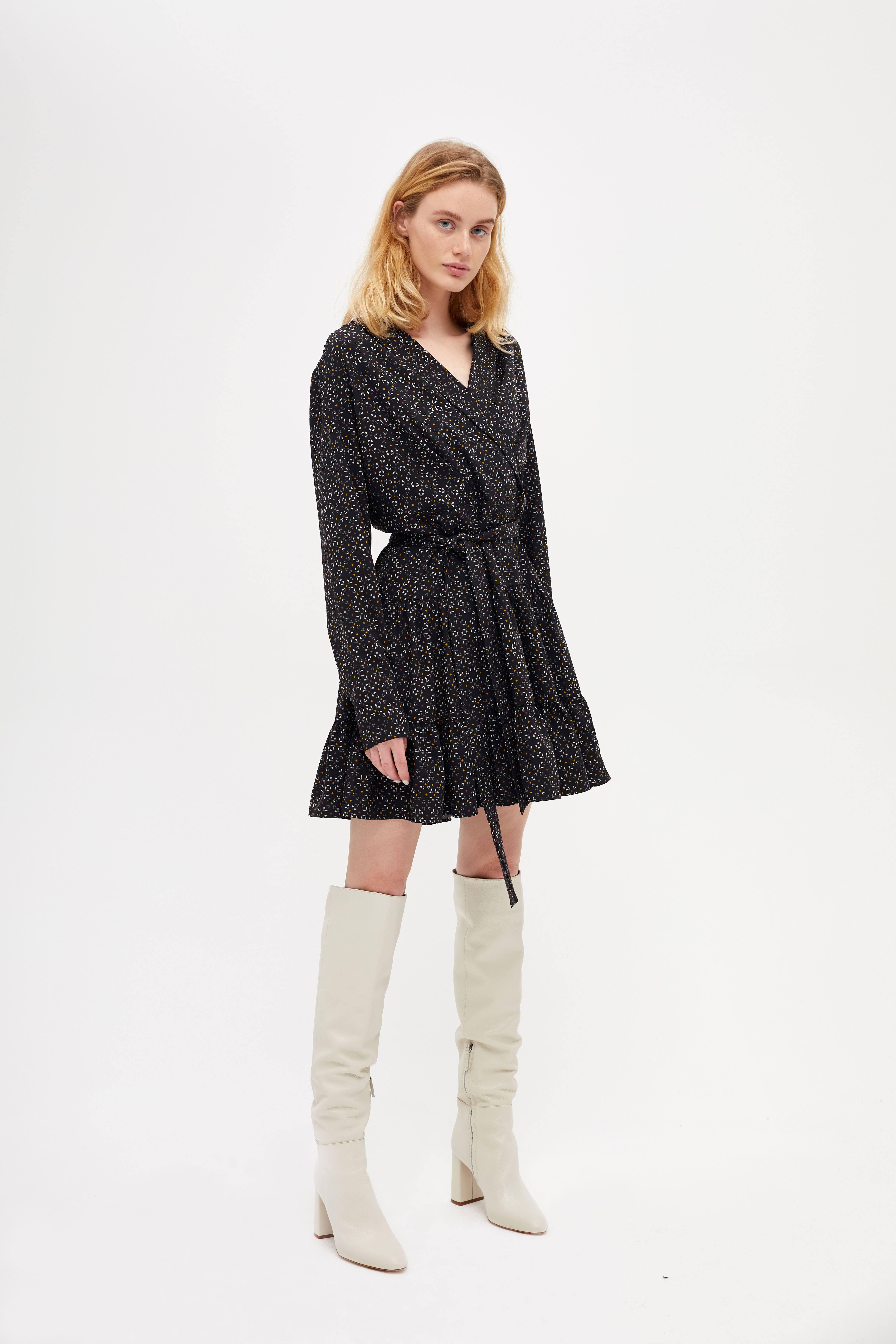 цена Платье LIME Платье с оборками онлайн в 2017 году