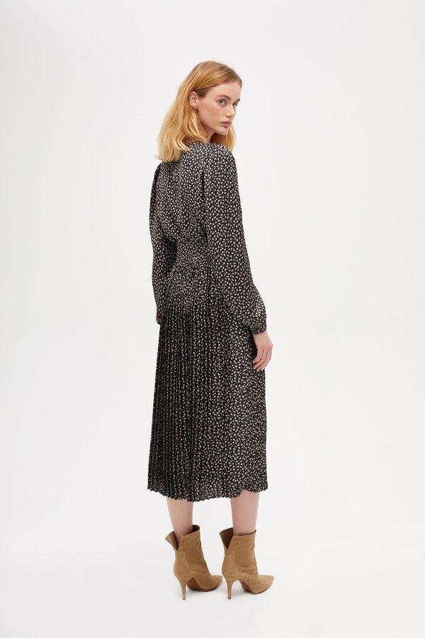 Платье с плиссированной юбкой вид сзади