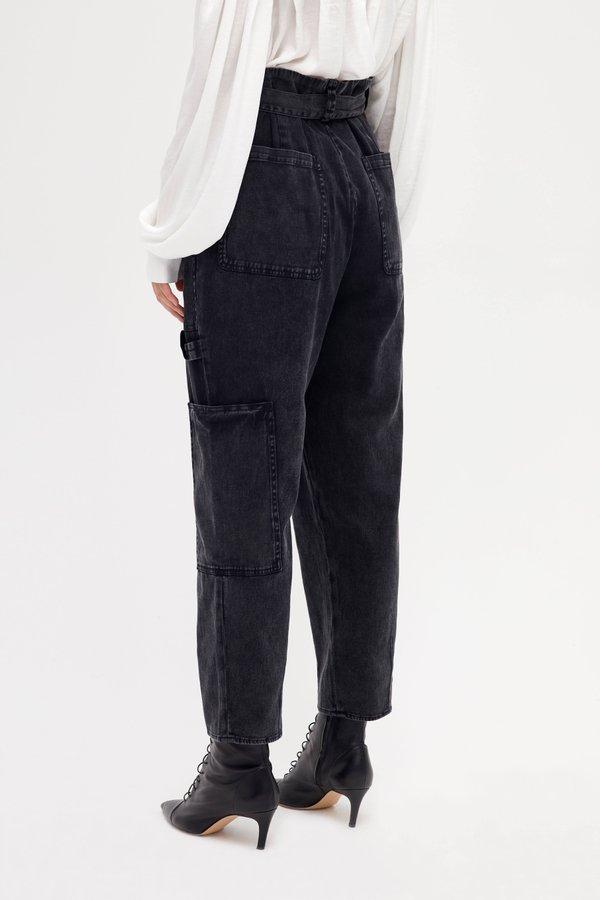 Брюки с накладными карманами вид сзади