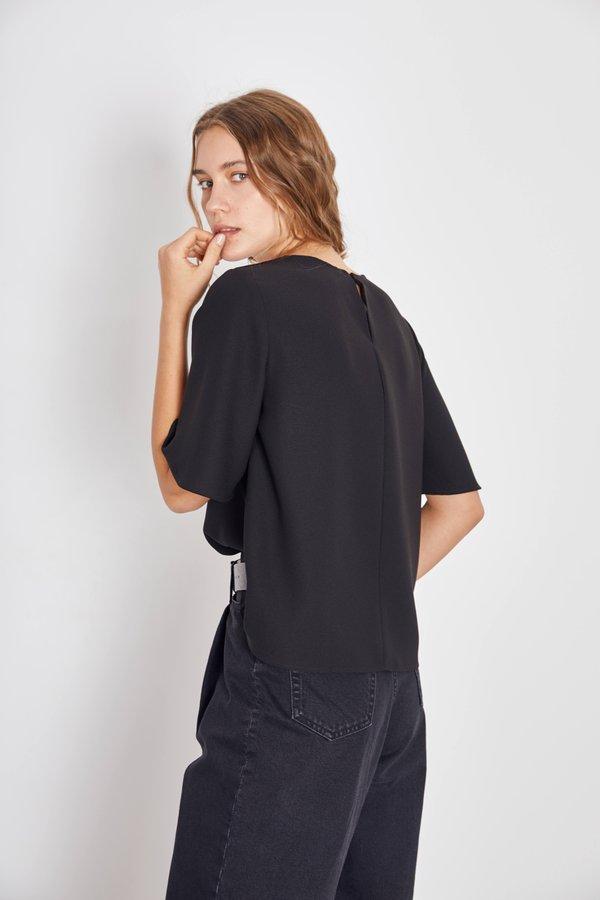 Блузка из струящейся ткани вид сзади