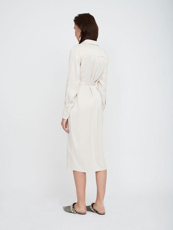 Атласное платье из вискозы вид сзади
