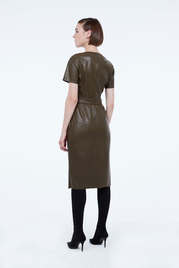Платье из экокожи вид сзади