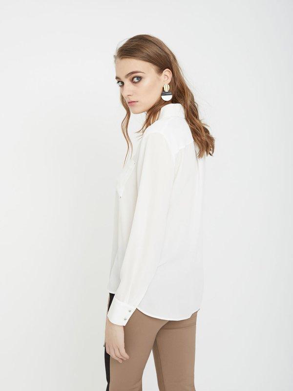 Рубашка с нагрудными карманами вид сзади