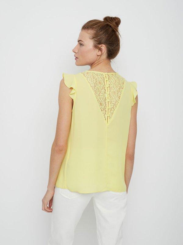 Блузка с кружевом вид сзади