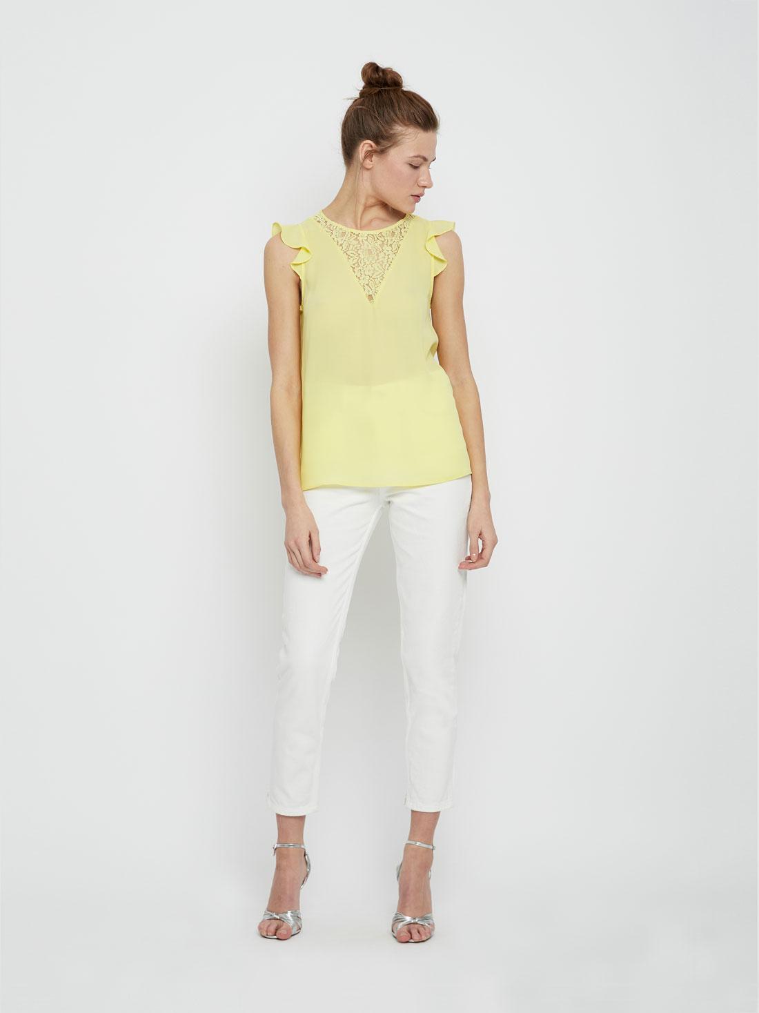 Блузка с кружевом