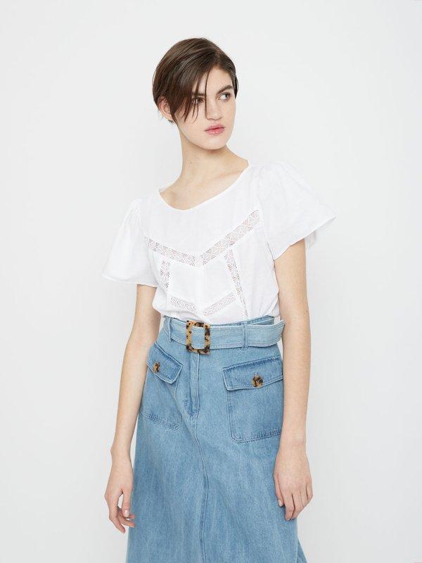 Блузка с кружевными вставками