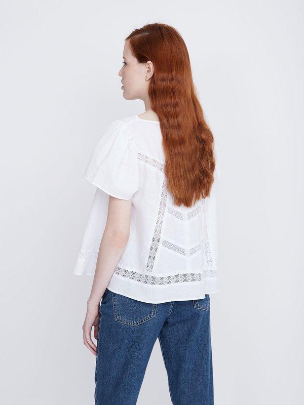 Блузка с кружевными вставками вид сзади