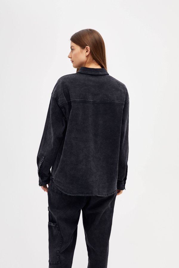 Рубашка с карманами вид сзади