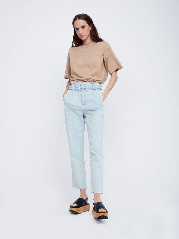 Укороченные зауженные джинсы с поясом