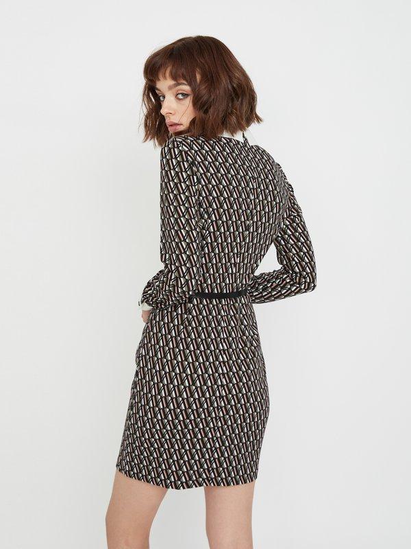 Платье с контрастным рукавом и манжетами вид сзади