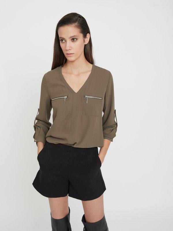 Блузка с нагрудными карманами цвет: хаки