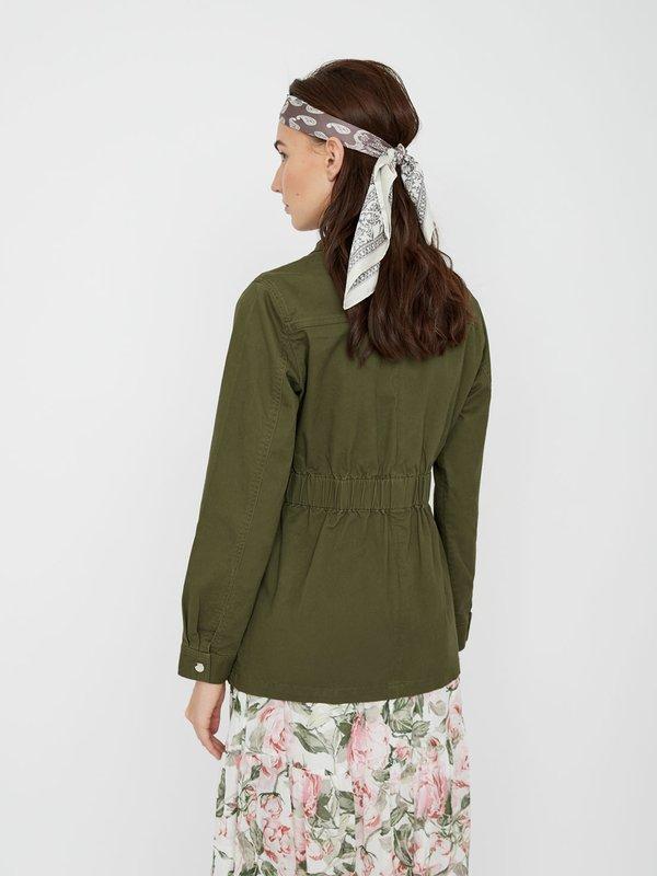 Куртка с карманами вид сзади