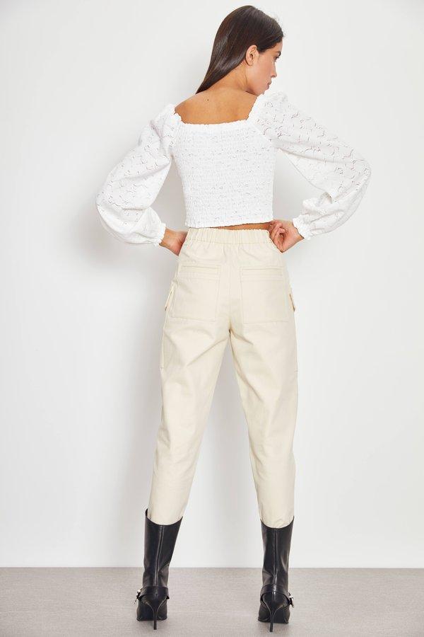 Кружевная футболка из рельефной ткани вид сзади