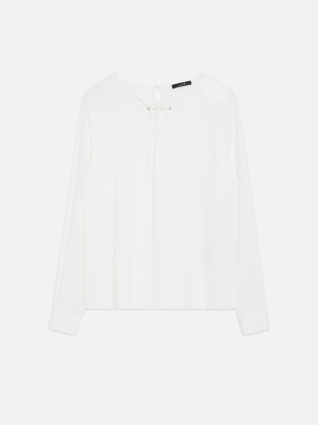 Блузка с оригинальным декором