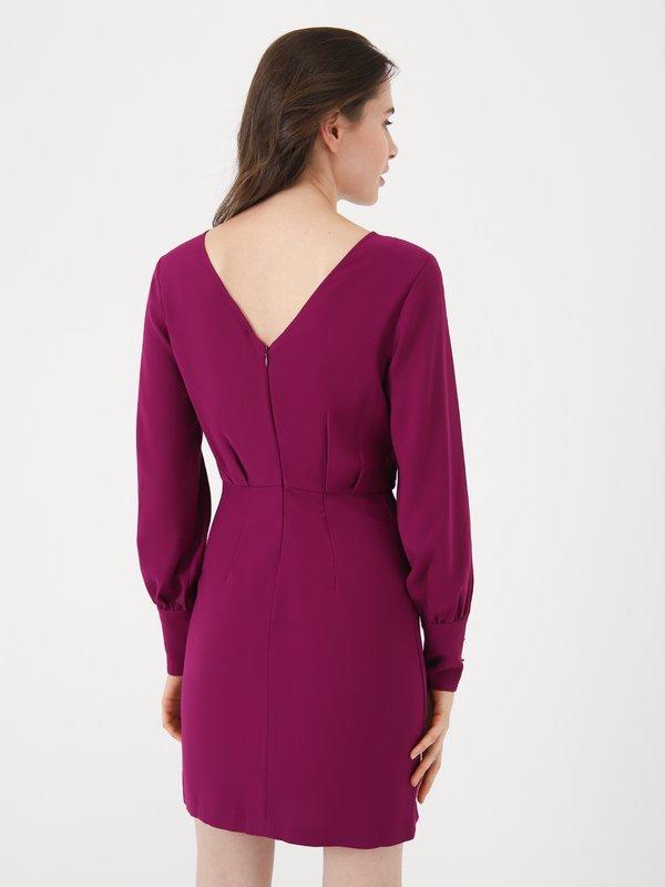 Платье с пуговицами вид сзади