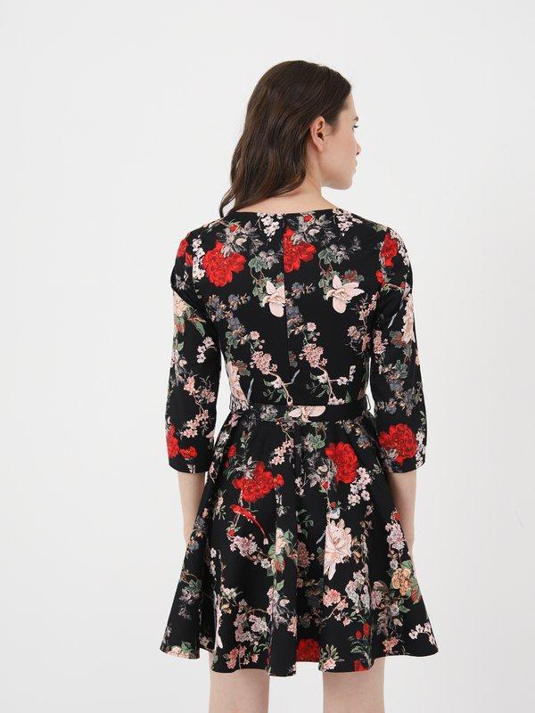 Приталенное платье с поясом вид сзади