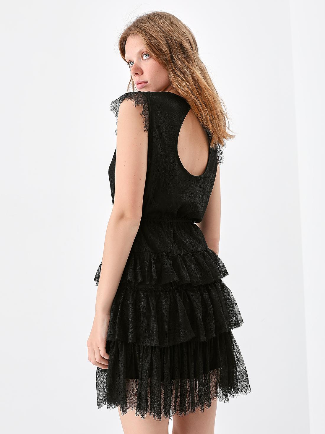 Платье из кружева с оборками
