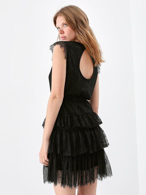 Платье из кружева с оборками вид сзади