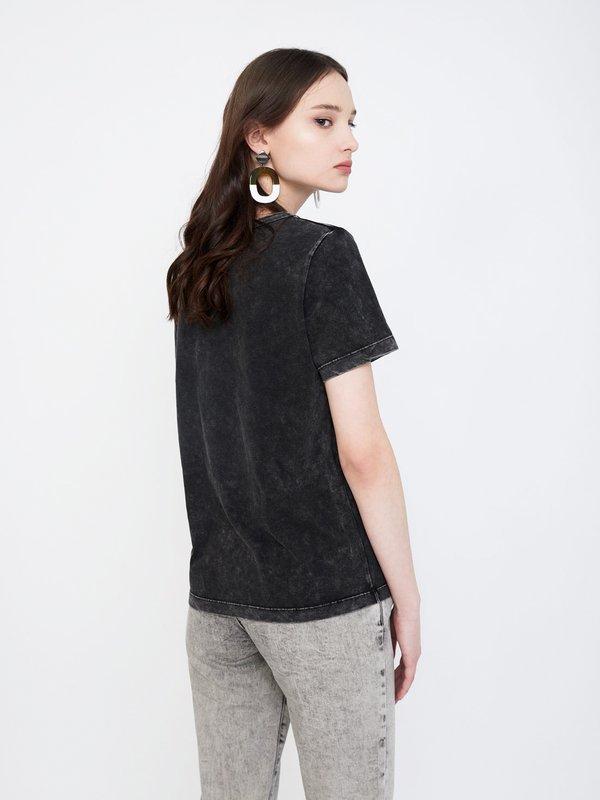 футболка вид сзади
