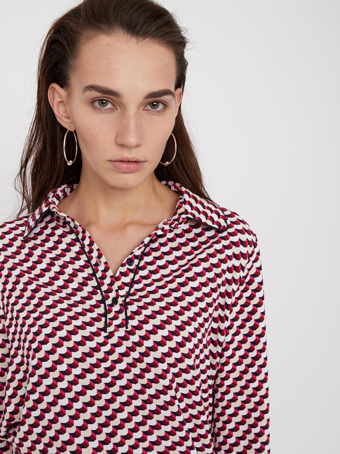 Блузка с окантовкой