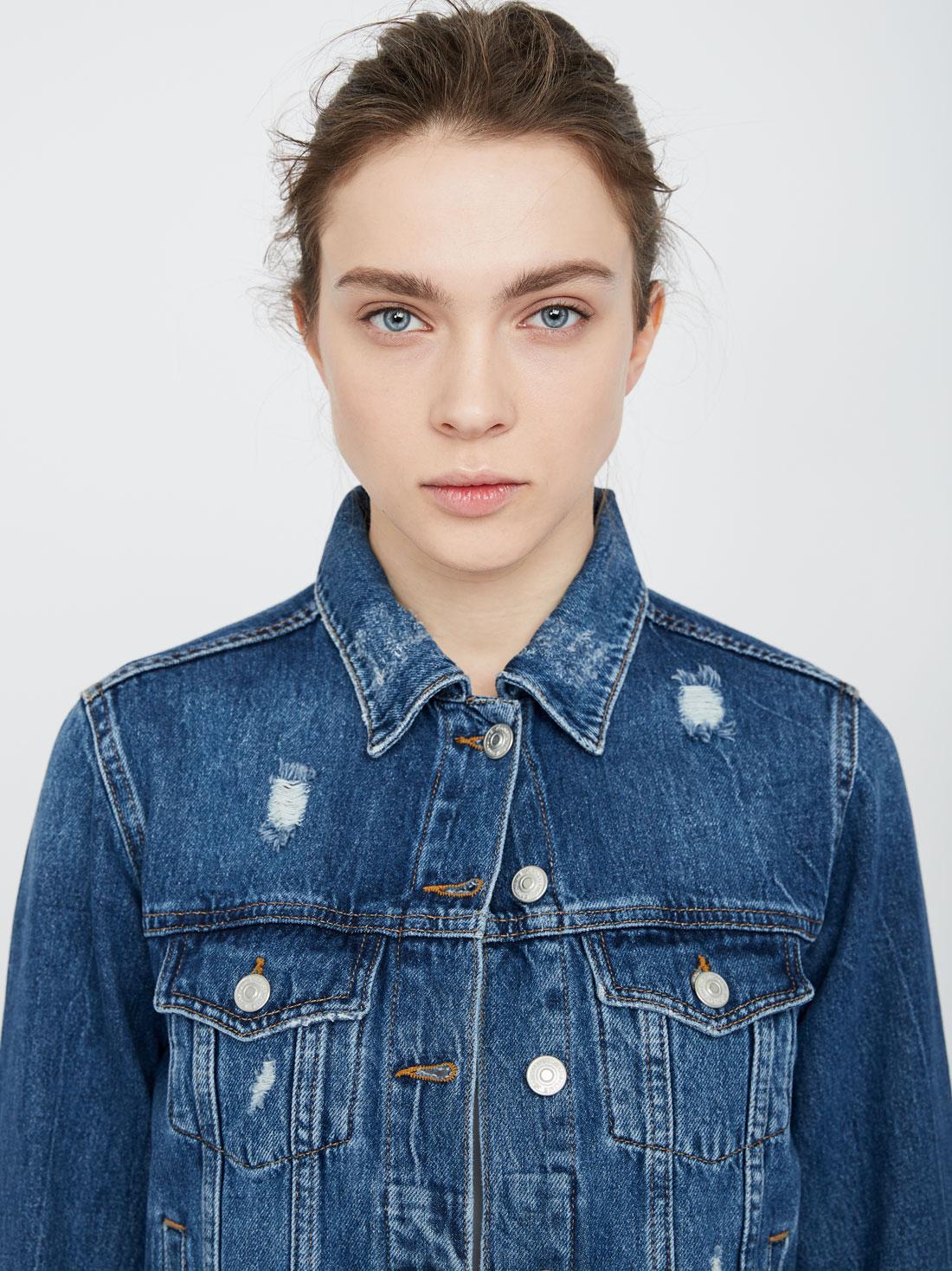 Джинсовая куртка с потертостями