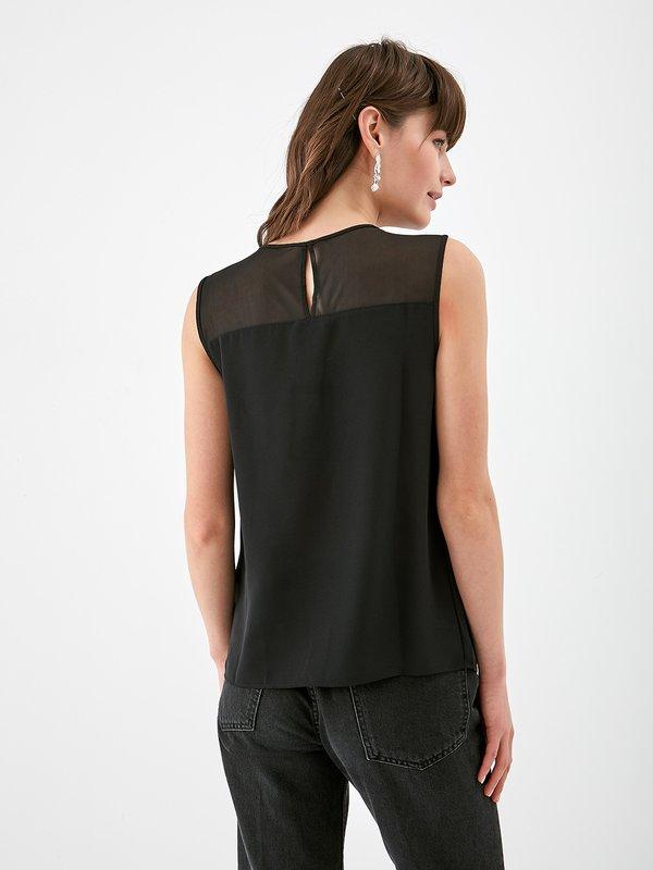 Блузка с пайетками и декоративной сеткой вид сзади