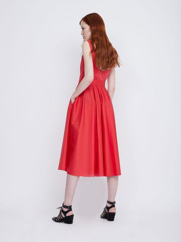 Платье на широких бретелях вид сзади