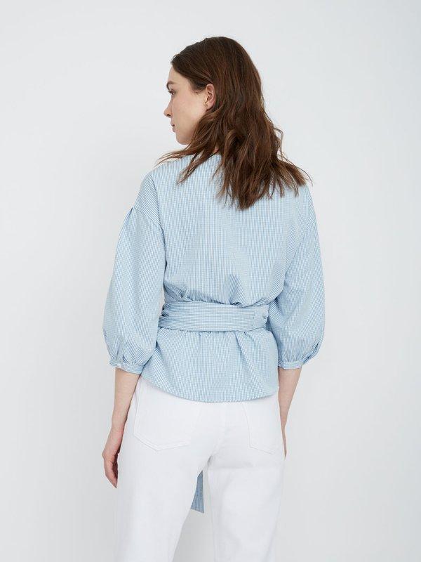 Блузка с запахом вид сзади