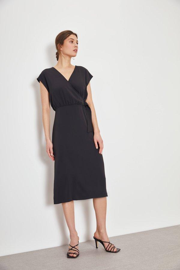 Платье с запахом на завязке