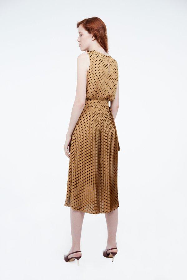 Платье с эластичной талией и поясом вид сзади