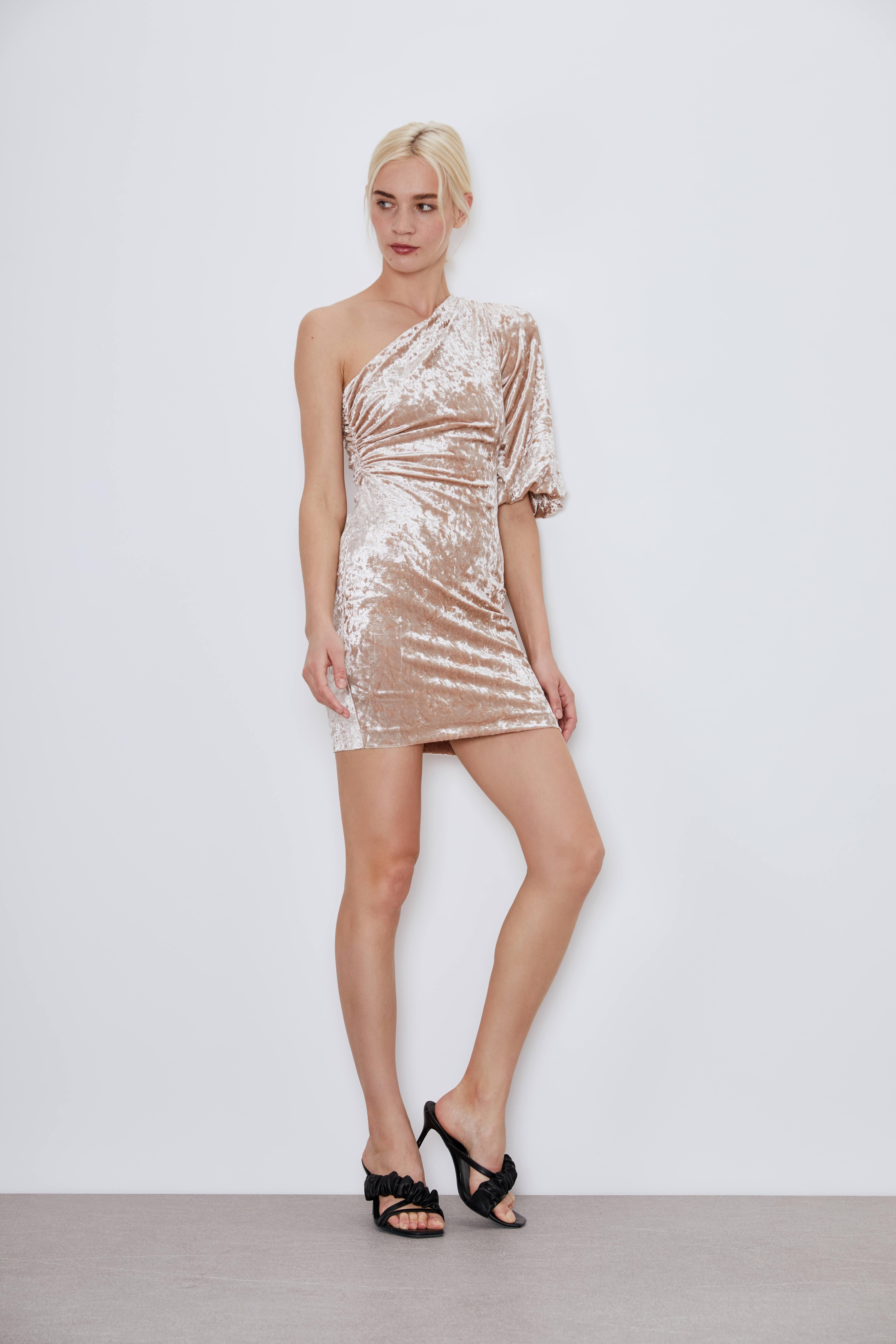 Платье на одно плечо фото