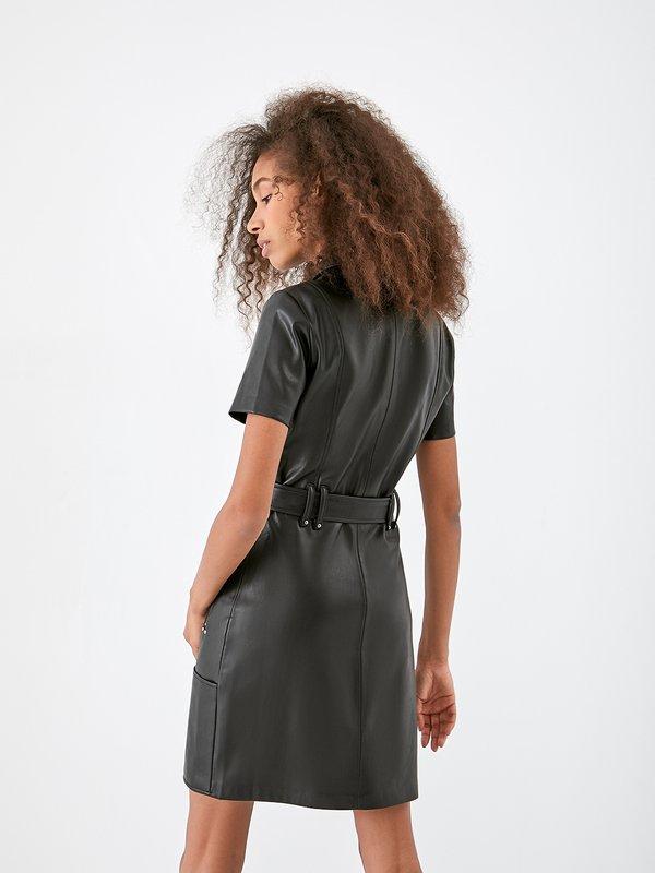 Кожаное платье с поясом вид сзади
