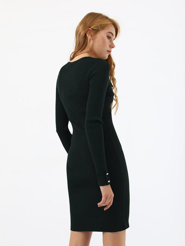 Платье по силуэту вид сзади
