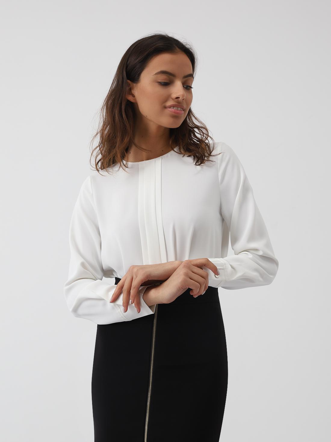 Блузка с вертикальными складками спереди